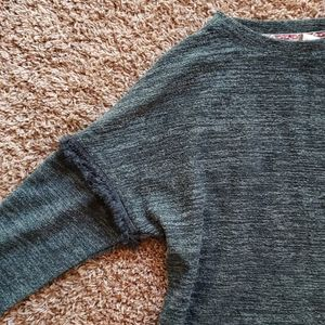 Knox Rose Sweaters - Green Sweater with Fringed Hem